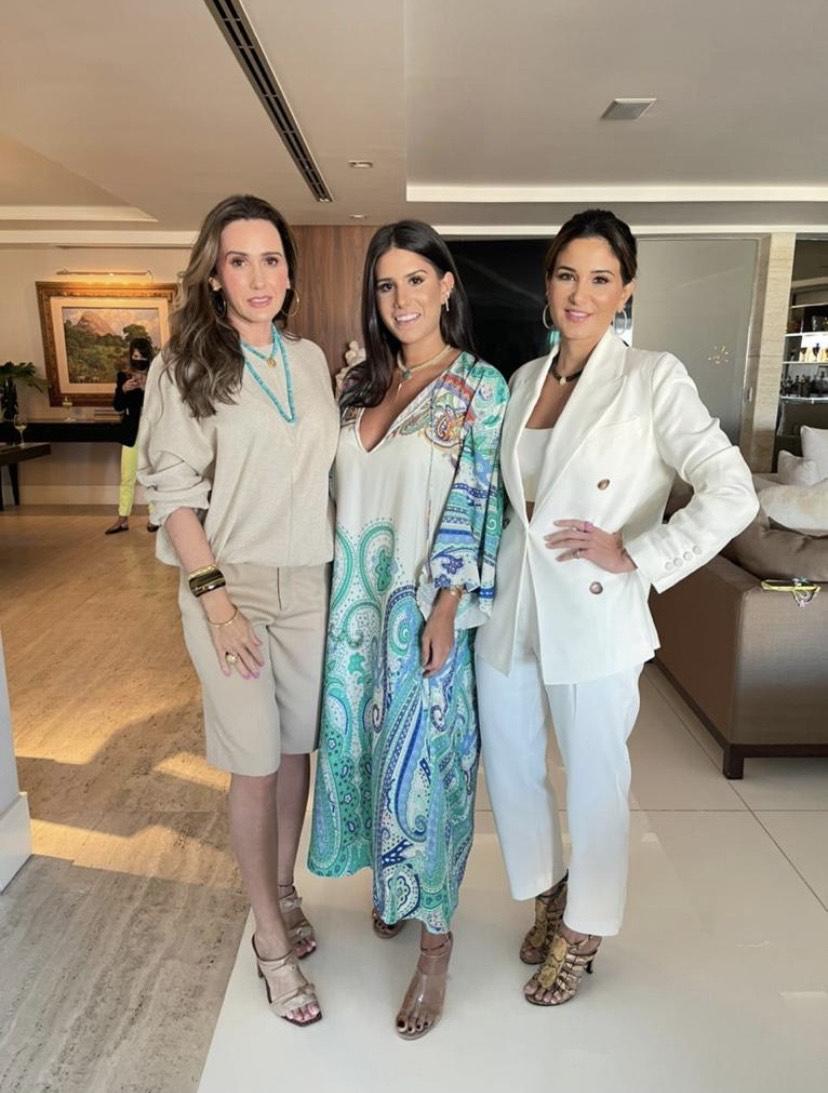 (Foto: arquivo pessoal)Roberta e Nathália Nogueira com Aline Pinho