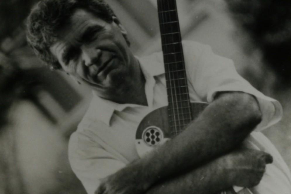 Geraldo Amâncio, poeta, escritor e repentista trocou a roça pela cantoria (Foto: Fernando Sá, em 14/03/1994)