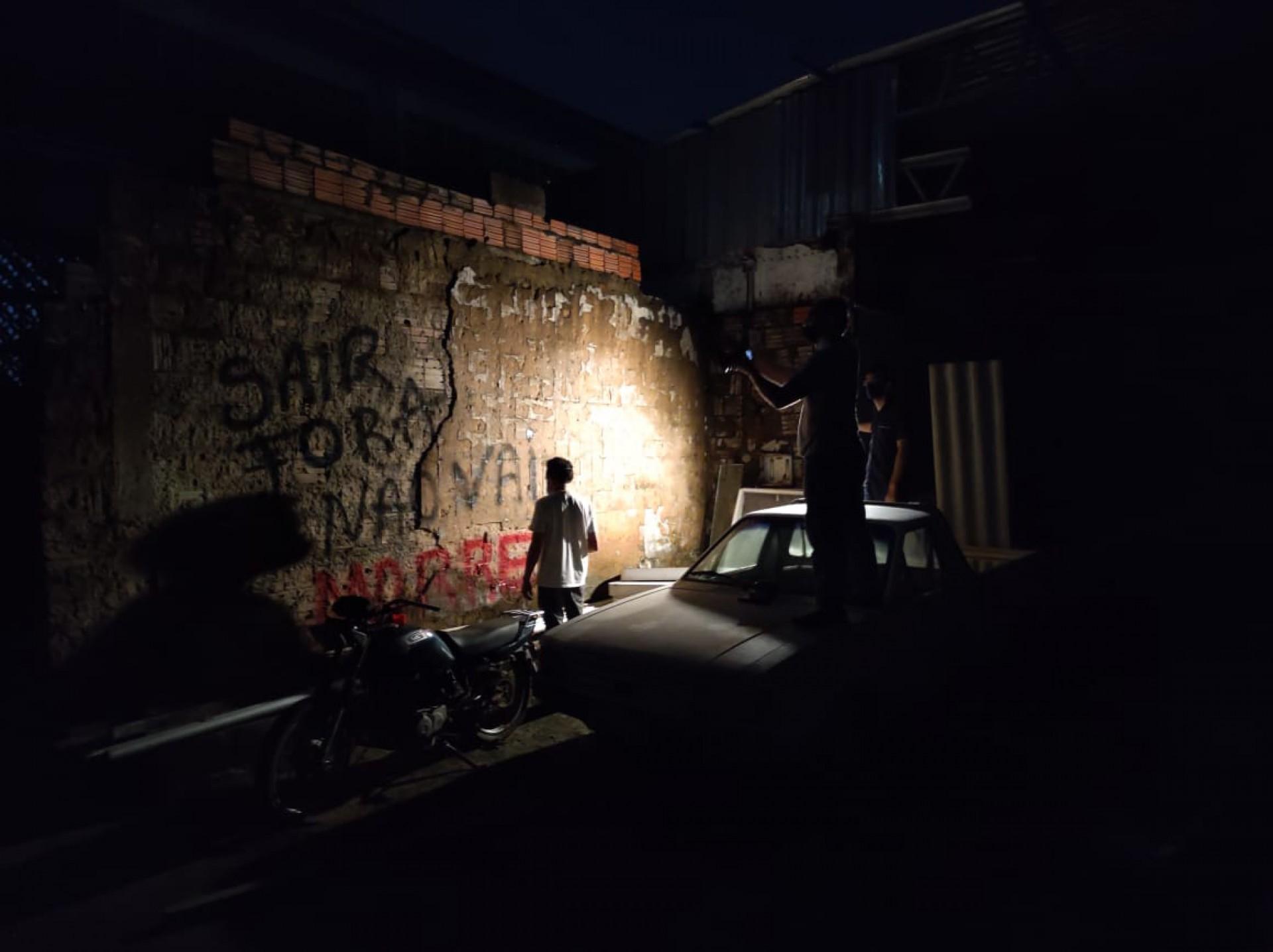 (Foto: CINTHIA MEDEIROS)Preparativos do cenário para a filmagem de estúdio da série Guerra Sem Fim, documentário do O POVO Mais que narra o cotidiano dos territótios disputados pelas facções criminosas no Ceará