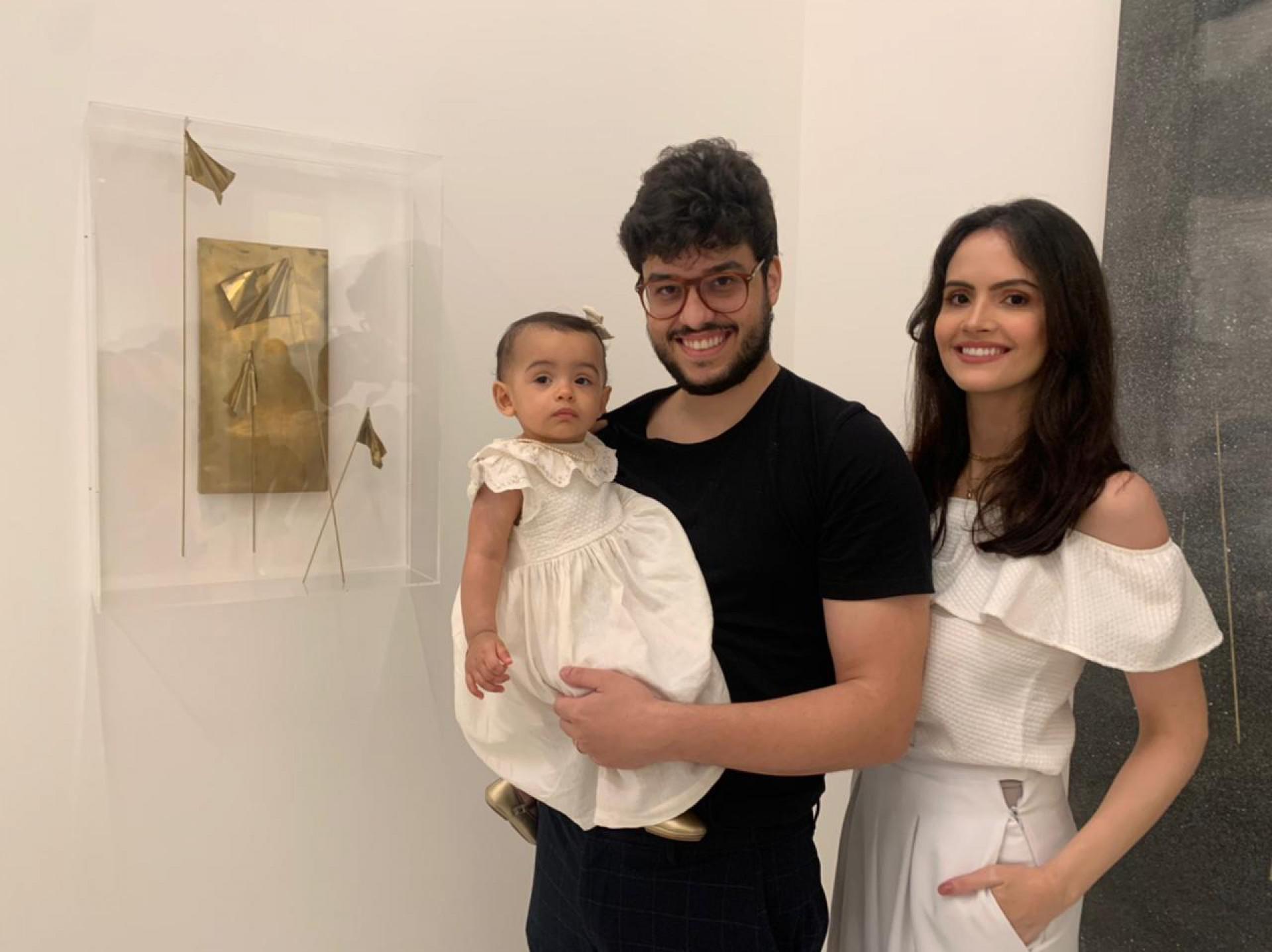 (Foto: arquivo pessoal)Artista com a esposa Roberta e a filha Maria Beatriz