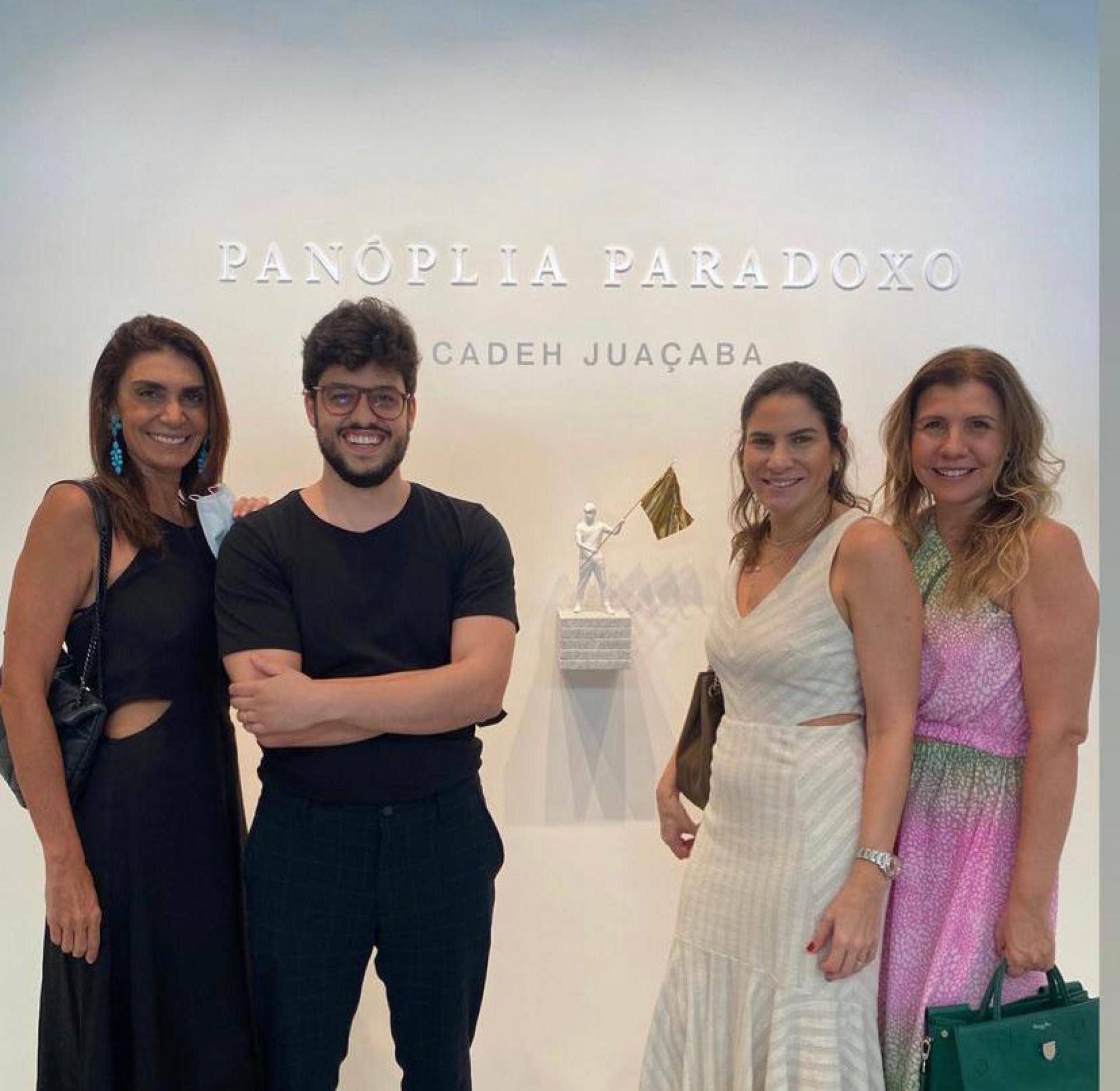 (Foto: arquivo pessoal)Com Rebeca Albuquerque, Luciana Fialho Borges e Georgia Fontes