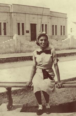 Nice nasceu em Aracati em 18 de julho de 1921. O contato com arte já vinha desde a infância, mas só se desenvolveu a partir de 1950, já em Fortaleza