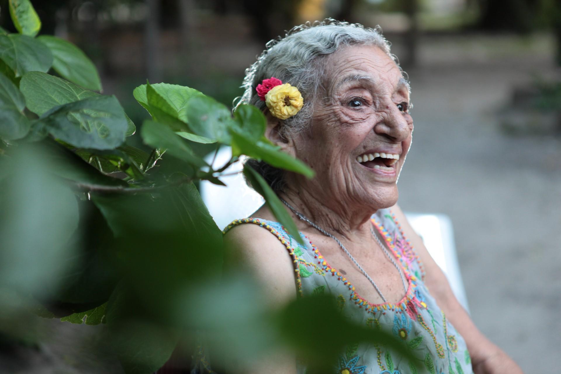 Pioneira das artes no Ceará, Nice Firmeza ingressou na histórica Sociedade Cearense de Artes Plásticas (SCAP) em 1950 (Foto: Sara Maia, em 22/02/2012)