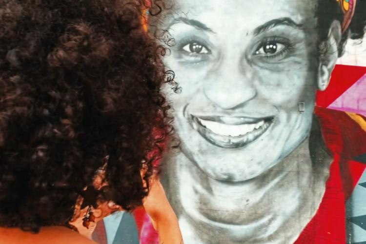 """""""Juventude sobrevivente"""", terceiro episódio da série """"Guerra Sem Fim"""", revela casos de jovens que conseguem sobreviver em territórios dominados pelo terror por meio da arte.  (Foto: Júlio Caesar e Fco Fontenele)"""