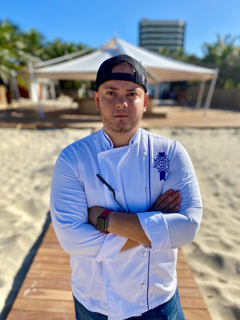 Chef Sales Jr. assina menu do Orla, novo beach club da Praia do Futuro