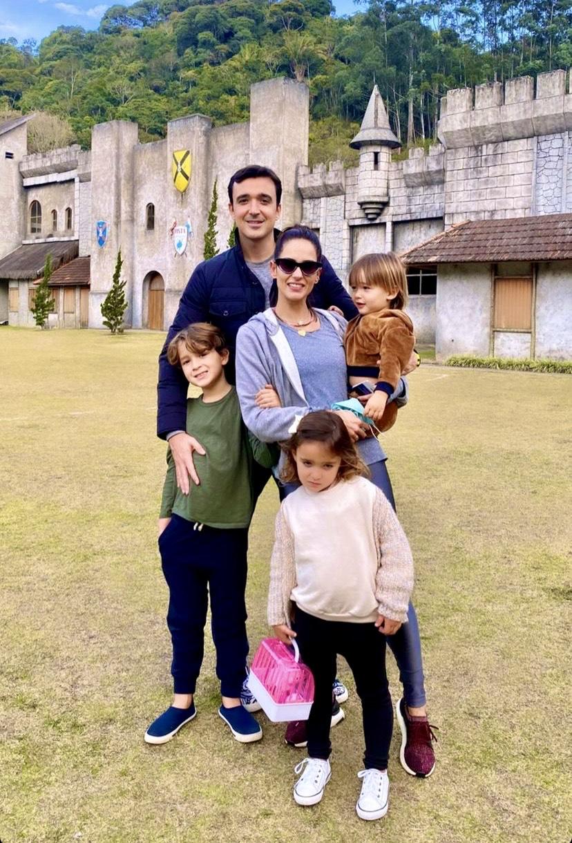 Did Machado e Marília com os filhos em novo roteiro infantil no Rio de Janeiro