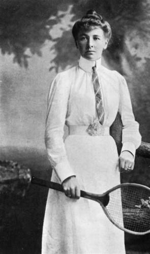 A 1ª vez que elas participaram foi na 2ª edição dos Jogos, em 1900. Eram apenas 22 mulheres
