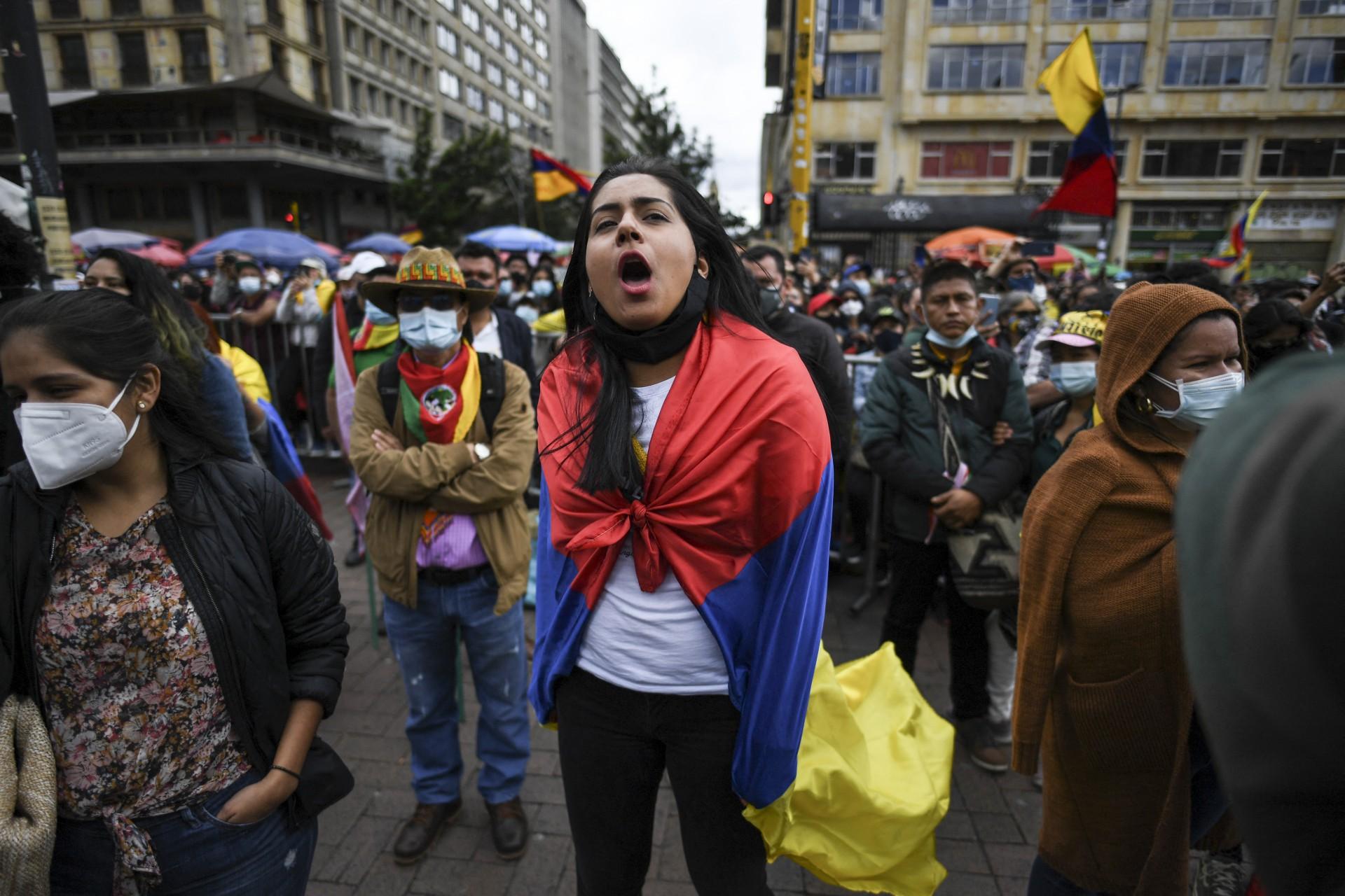PROTESTOS na Colômbia contra o governo continuam após três meses e simbolizam nível de acirramento político na região (Foto: Juan BARRETO / AFP)