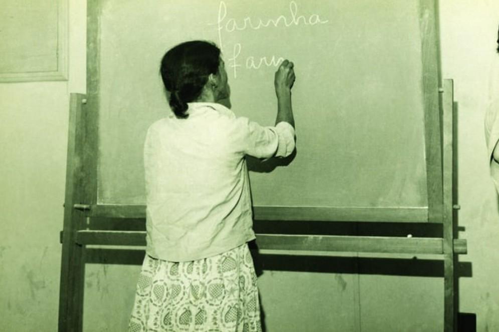 Circulo de Cultura em Sobradinho, no Distrito Federal (DF). Aplicação da proposta de alfabetização de Paulo Freire em 1963(Foto: Acervo Paulo Freire)