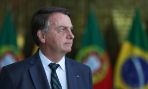 Bolsonaro descobriu que incendiar o País faz dólar subir