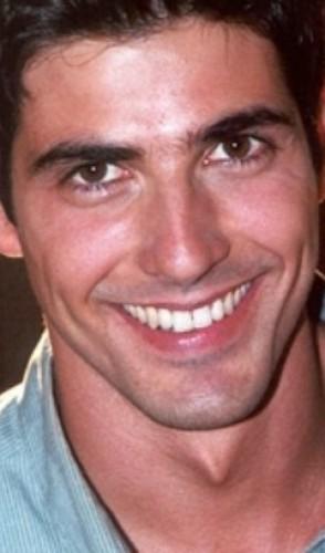 Já nos anos 2000, o sorriso e o jeitinho de bom moço do Reynaldo Gianecchini dispararam na audiência