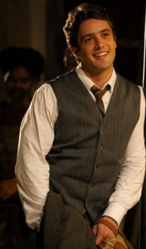 Rafael Cardoso é outro bonito e talentoso que está atualmente em 4 novelas reprisadas