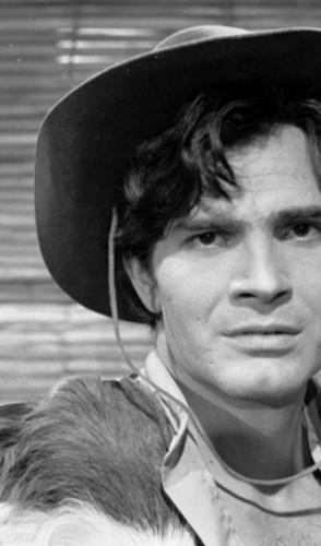O ator morreu no dia 12 de agosto, aos 85 anos, vítima de complicações da covid-19. Ele marcou a TV no papel homens viris