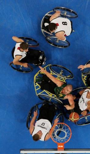 Os jogos incluem atletas com deficiências físicas, motoras, visuais, auditivas e cerebrais.