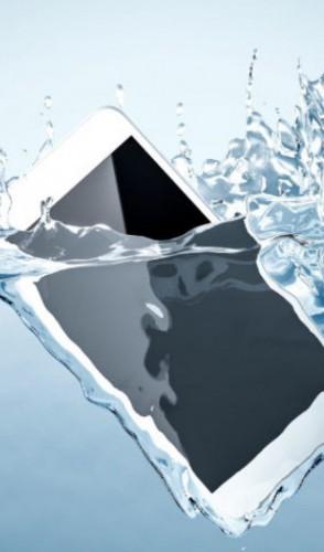 Lembre-se sempre que nunca deve-se utilizar água em objetos eletrônicos, escolha um produto apropriado.
