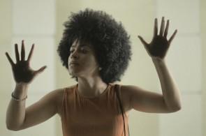 O curta 'A Beleza de Rose', de Natal Portela, reflete sobre o imaginário racial no Brasil