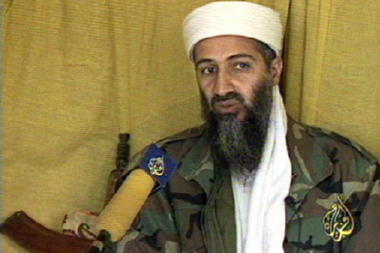 (ARQUIVOS) Uma imagem de vídeo tirada da TV al-Jazira do Qatar em 10 de junho de 1999 mostra o saudita Osama bin Laden. Dois anos depois, ele liderou o pior ataque terrorista de todos os tempos atingindo as gigantescas torres gêmeas do World Trade Center de Nova York e destruindo partes do Pentágono, perto de Washington DC. FOTO AFP / TV AL JAZIRA(Foto: FOTO AFP / TV AL JAZIRA)