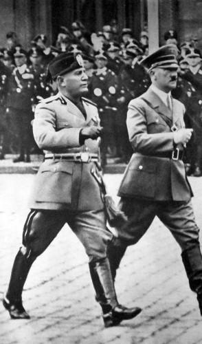 O séc. 20 foi um prato cheio para essas narrativas. Tivemos nazismo, fascismo, revolução islâmica…