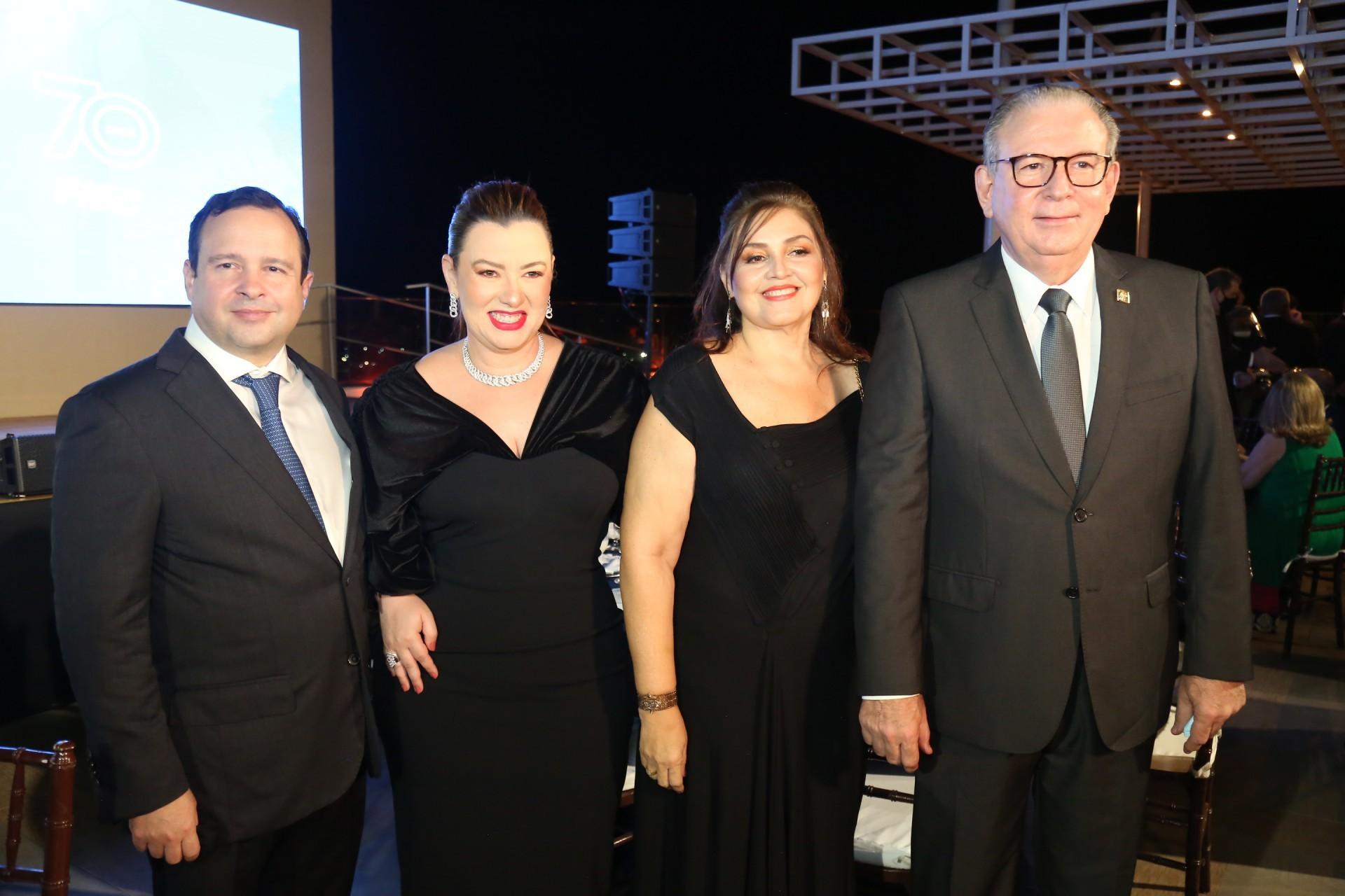 (Foto: JOAO FILHO TAVARES)Igor Barroso e Aline, Rosângela e Ricardo Cavalcante