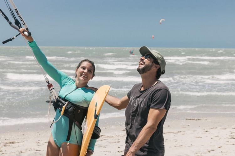 Maya Gabeira veio ao Estado praticar kitesurf. Fez seu primeiro donwind com a supervisão de Guilly Brandão