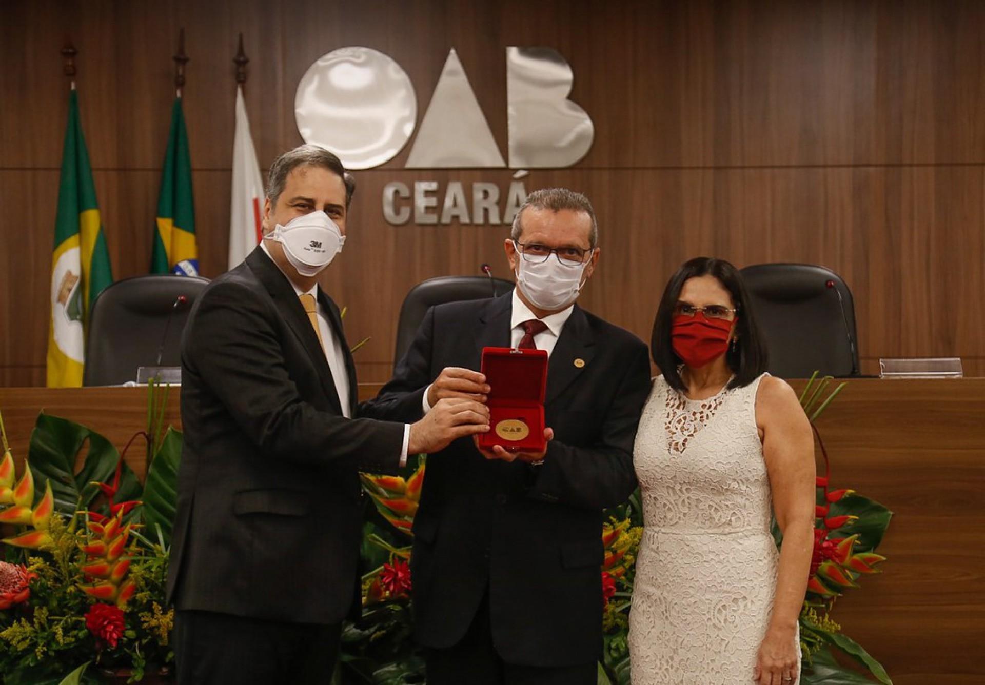 Erinaldo Dantas, procurador do município de Fortaleza, Martônio Mont'Alverne e senhora