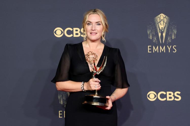 Kate Winslet, protagonista de 'Mare of Easttown', levou o prêmio de Melhor Atriz de Minissérie ou Série Limitada(Foto: Rich Fury / AFP / divulgação)