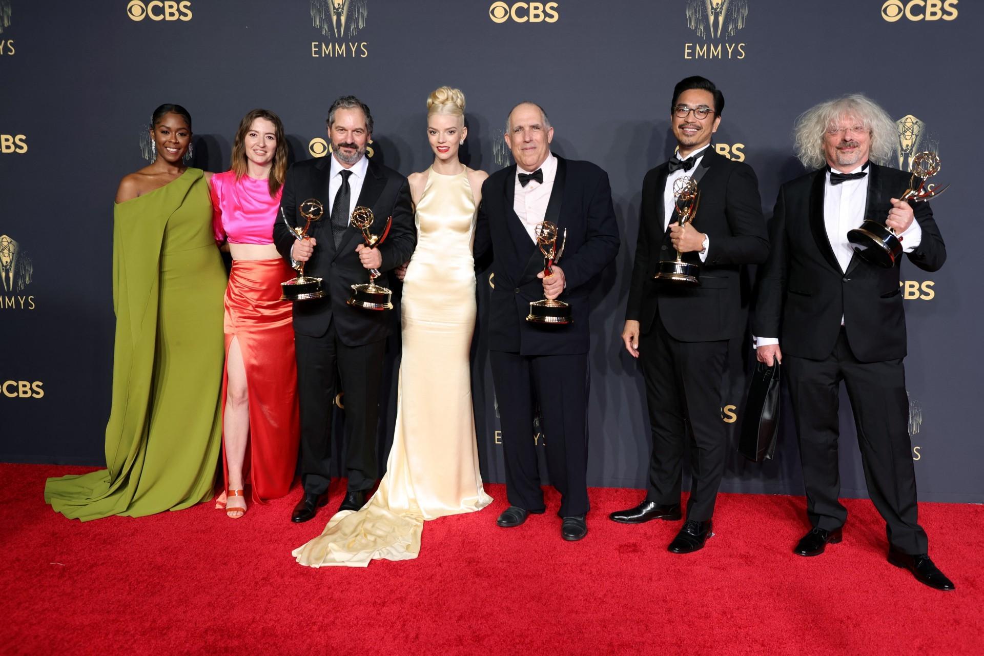 (Foto: Rich Fury / AFP / divulgação)A vitória de 'O Gambito da Rainha' marca a primeira vez que a categoria de Melhor Minissérie ou Série Limitada é vencida por uma produção de streaming
