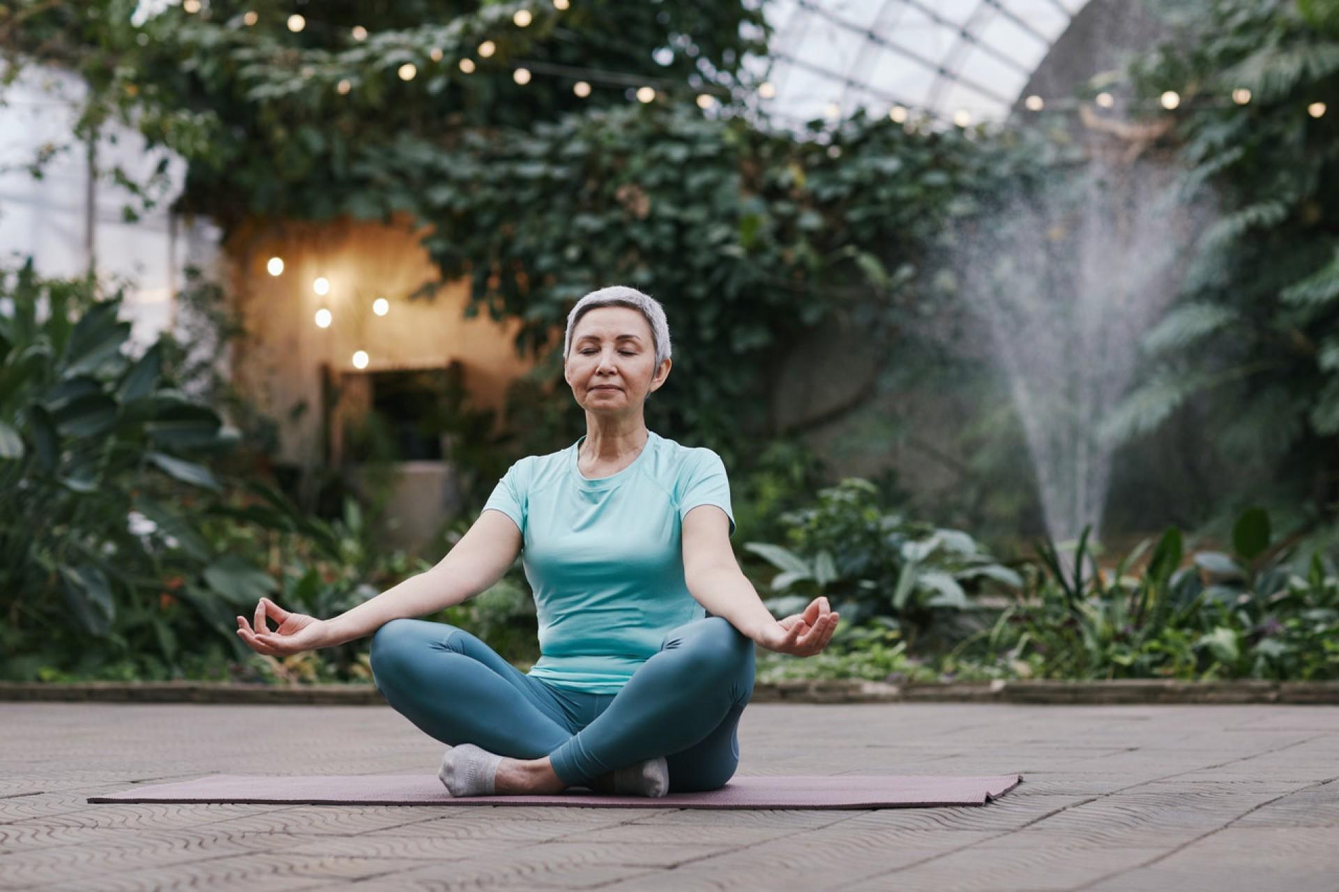 Outra excelente ferramenta que pode nos ajudar a viver 'além da idade' é a meditação.  (Foto: Marcus Aurelius / Pexels)