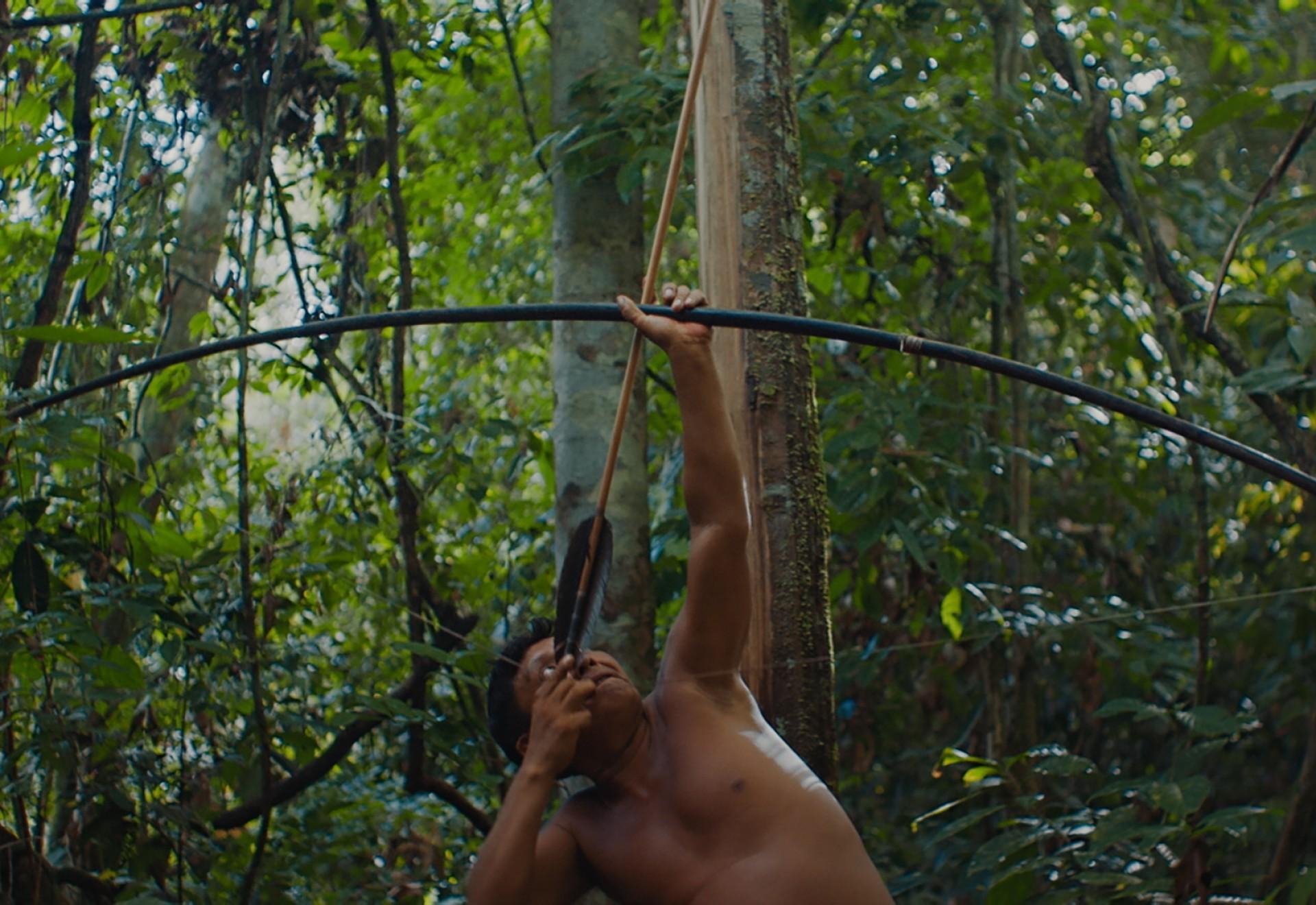 Filme é dirigido por Luiz Bolognesi ('Ex-Pajé') e protagonizado pelo xamã Davi Kopenawa. Ambos assinam o roteiro (Foto: Pedro J Márquez / divulgação)