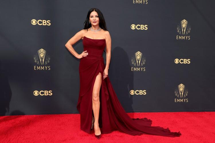 Catherine Zeta-Jones no red carpet do Emmy 2021