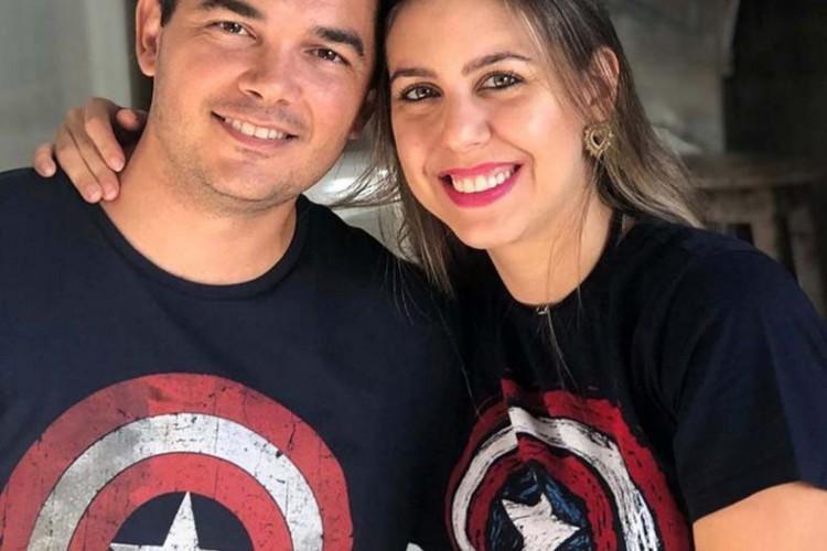 Major Guilherme Brasil, atualmente servindo no Sudão, em nome da ONU, e mulher Karine, circularam no Cumbuco, usufruindo Tim e Cleide Corrêa(Foto: 230921Lucio)