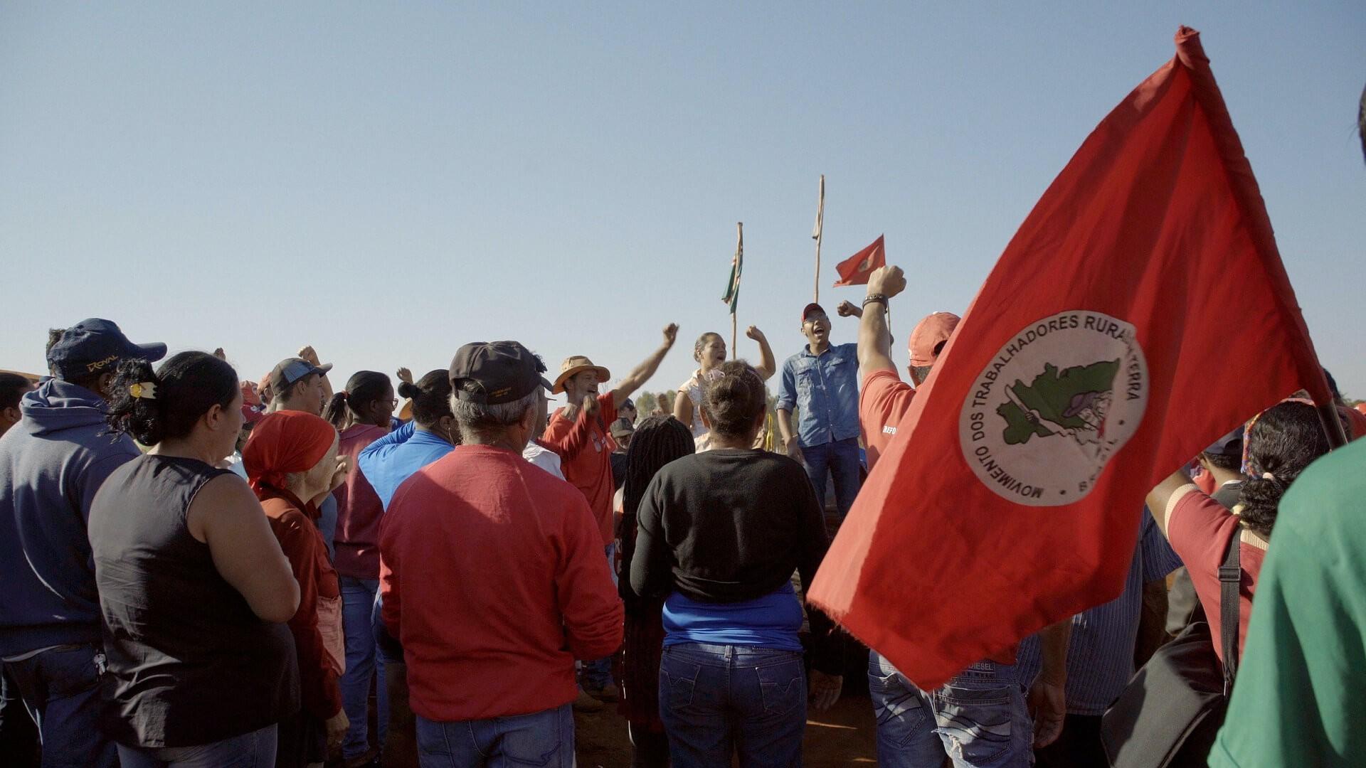 'Chão', de Camila Freitas, está disponível na Mubi. Filme acompanha luta do Movimento dos Trabalhadores Rurais Sem Terra