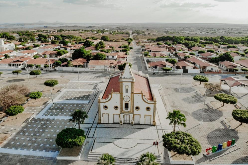 Igreja Matriz da cidade de Jaguaribara. Igreja foi construída idêntica à original, da cidade que foi submersa pelas águas do Castanhão, porém com tamanho maior(Foto: JÚLIO CAESAR)
