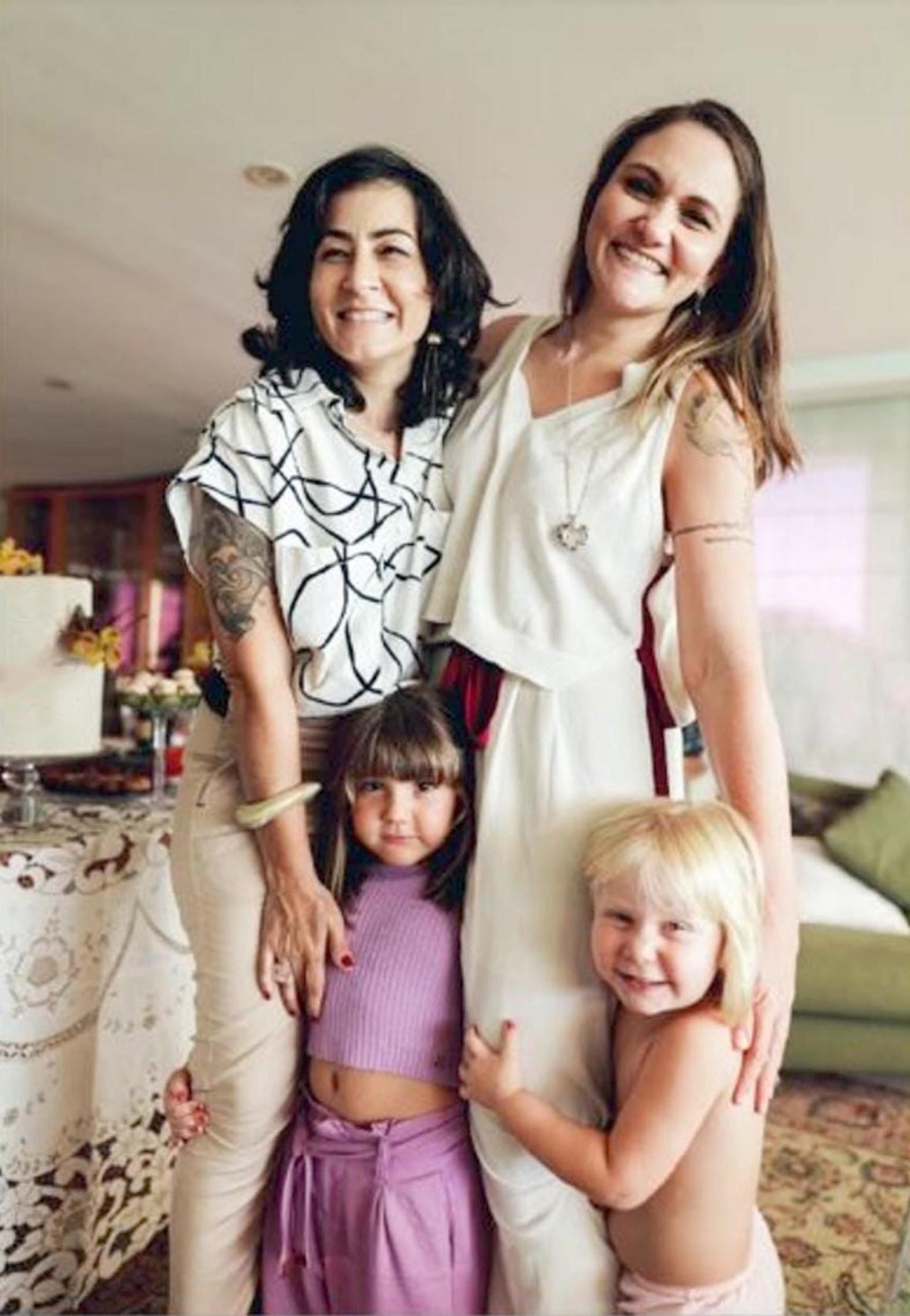 Joana Sales e Luciana Patrício Sales, com senhorinhas Tereza Sudatti e Maria Flor  (Foto: 260921Lucio)