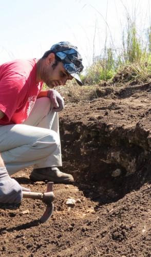 Mas falando sério, o termo <i>itaata</i> faz alusão às duras rochas da Formação Marília, onde o dino foi encontrado.