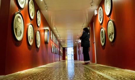 O equipamento cultural é dividido em três ambientes, incluindo uma galeria de fotopinturas do ex-secretários da Fazenda