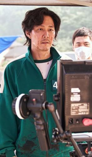 A série conta a história de Seong Gi-hun (Lee Jung-jae) cuja vida financeira está em apuros.