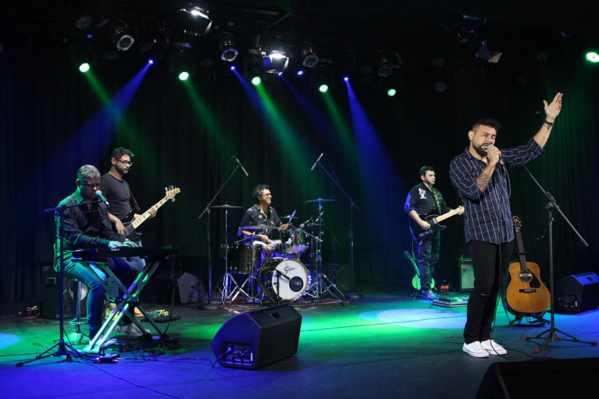 A banda cearense Coda começou a realizar covers em tributo à Legião Urbana após a morte de Renato Russo (Foto: Divulgação)