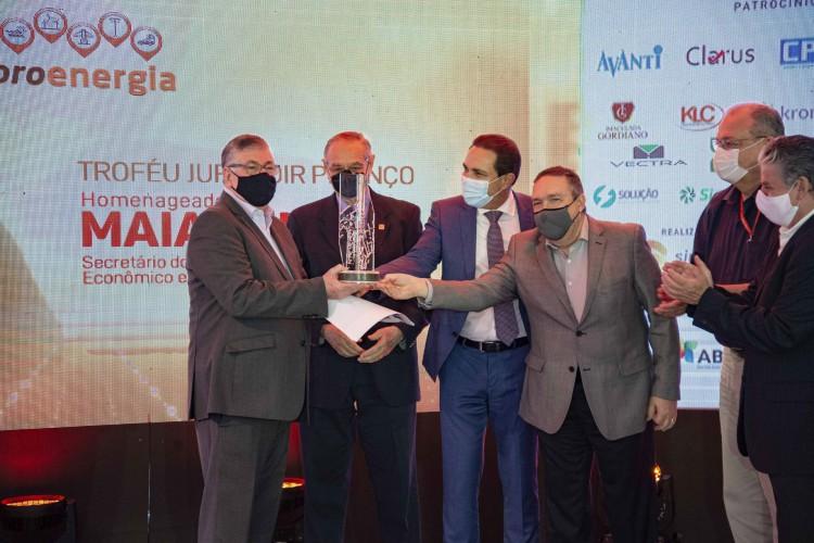 Maia Júnior recebeu o Troféu Jurandir Picanço
