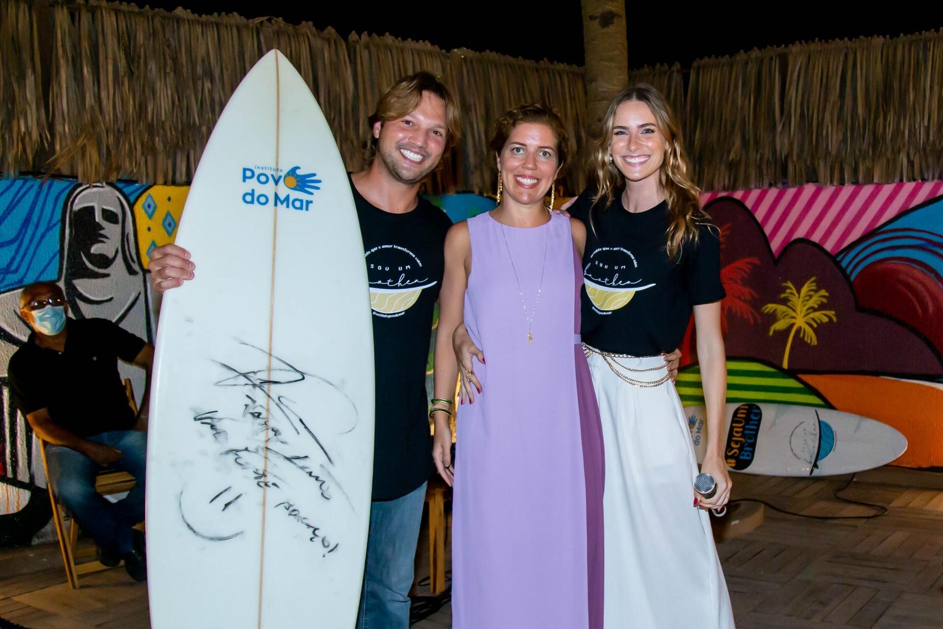 (Foto: Israel_Rodrigues/ Divulgação)Victor Melo com Ticiana Rolim e Dani Gondim