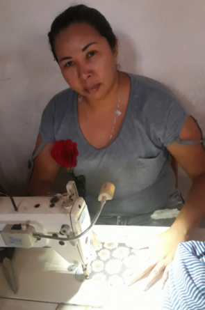 Clésia trabalha há mais de 20 anos como estilista e costureira de quadrilhas juninas