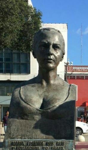 Maria Firmina dos Reis - Primeira negra a publicar um romance no Brasil (Úrsula). Não há fotos ou retratos da escritora.