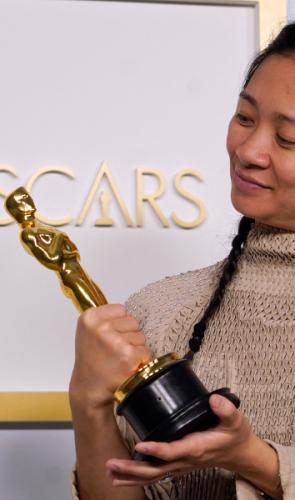 Mais que isso. É a primeira não-branca a receber um dos maiores prêmios do cinema.