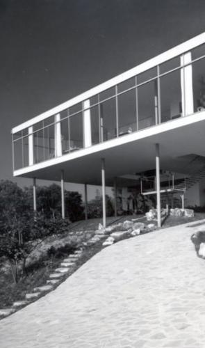 A primeira obra construída de Lina foi a Casa de Vidro, em SP, onde ela e o marido viveram por 40 anos.