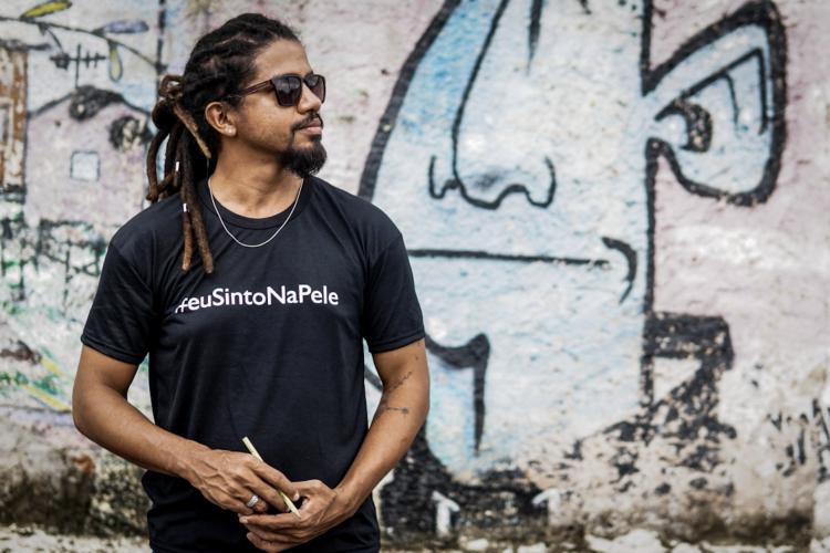 Poeta e pesquisador Rômulo Silva reflete sobre invenção de estruturas de escuta na sociedade brasileira.