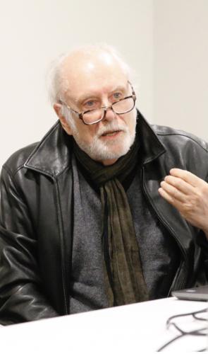 Os principais representantes são o sociólogo peruano Aníbal Quijano e o semiólogo argentino Walter Mignolo.