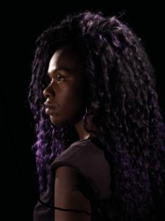 Hoje, a mulher negra ainda sofre apagamento e é a principal vítima de feminicídio e outras violências