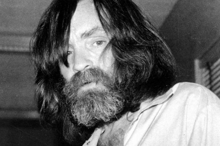 """Nos dias 8 e 9 de agosto de 1969, vários dos integrantes de uma seita conhecida como a """"Família Manson"""" — liderada por Charles Mason — assassinaram seis pessoas em Los Angeles, inclusive a atriz Sharon Tate, grávida do diretor de cinema Roman Polanski.(Foto: Divulgação)"""